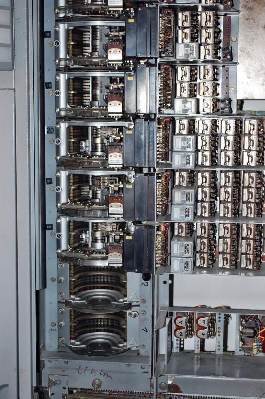 Analoge Telefonvermittlung; war ein Heidenspaß, mit den alten Telefonen zu wählen und die Drehwähler in Aktion zu sehen!